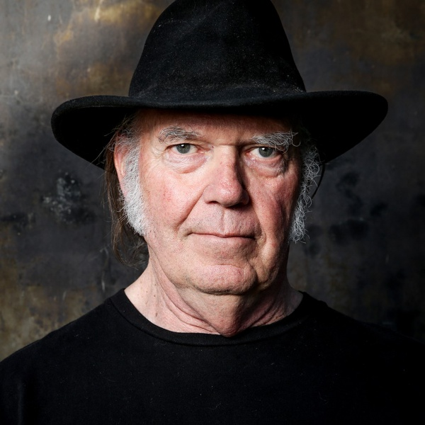 Neil Young keeps on rockin', anche senza corrente