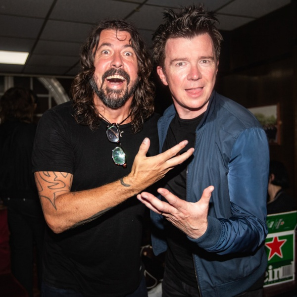 Rick Astley ha suonato Everlong dei Foo Fighters