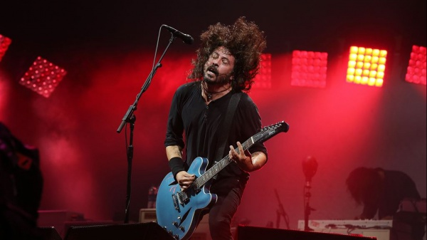 Foo Fighters, ascolta la nuova Waiting On A War da Medicine At Midnight""