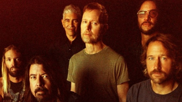Foo Fighters, guarda il video dell'ultimo singolo 'Waiting On A War'