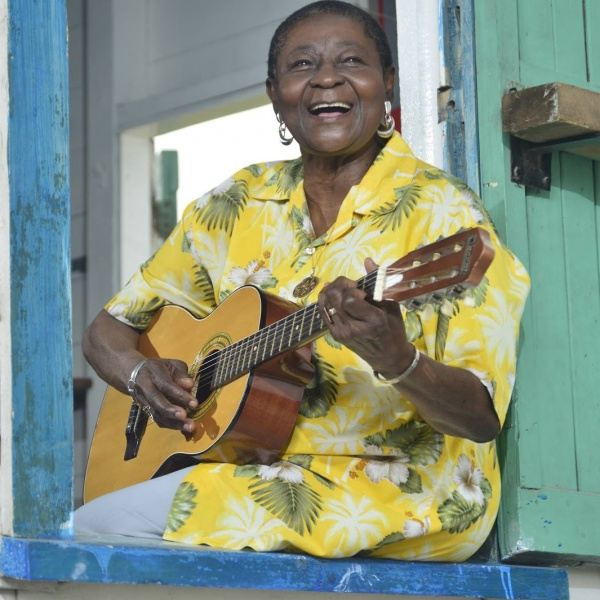 'Wah Fu Dance!' , guarda il nuovo video di Calypso Rose con Angelique Kidjo