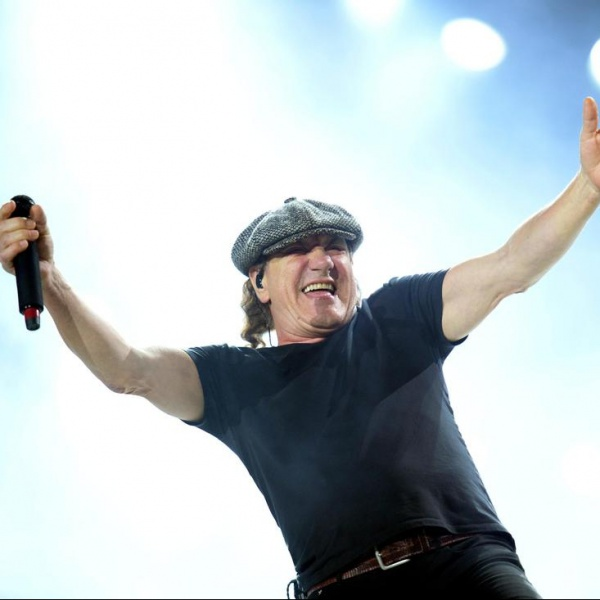 AC/DC, Brian Johnson in uno spot dell'aspirapolvere
