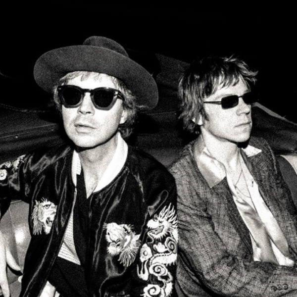 Cage The Elephant e Beck insieme per 'Night Running'