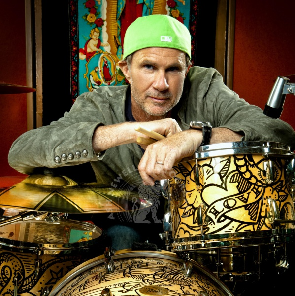 Chad Smith dei RHCP sul palco con i Foo Fighters