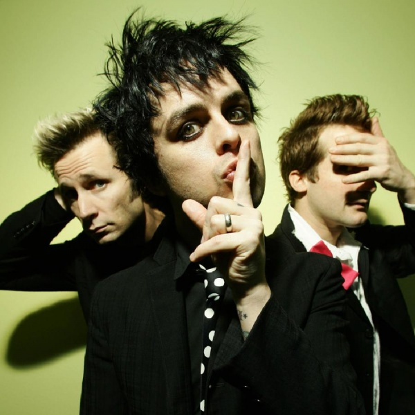 Green Day, Billie Joe Armstrong pubblica una cover 'da cameretta' di 'I Think We're Alone Now'