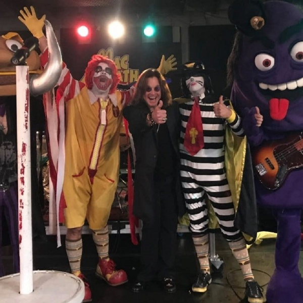 Ozzy incontra la band 'fast food metal' MacSabbath, guarda il video