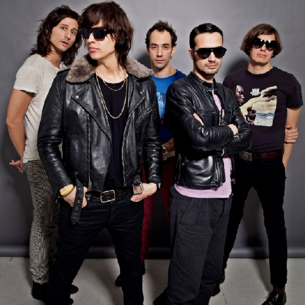 The Strokes, 'At The Door' è il nuovo singolo